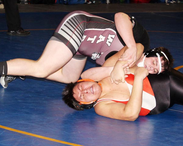 Wrestlers advance six to State